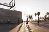 Basketbal je také jednou z oblíbených aktivit místních studentů angličtiny, EC Los Angeles USA