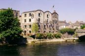 Jazyková škola Bridge Mills - Galway Language Center se nachází na břehu řeky Corrib v zrekonstruovaném mlýně z 18. století