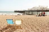 Krásné pláže lákající ke koupání a Brighton Pier