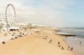 Pohled na Brighton Wheel a na krásnou pláž