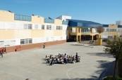 Ke škole Colegio Maravillas náleží velký dvůr
