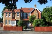 Budova školy, kde probíhají kurzy pro učitele, BEET-ITTC Bournemouth Anglie