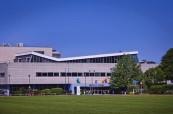 Budova školy Chichester College v Anglii