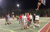 Zápas studentů španělštiny v basketbale