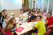 Výuka španělštiny je připravena připravena hravou formou, aby se studenti na učili co nejvíce, ale aby je to bavilo