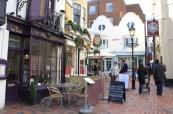 Brighton a jeho typické uličky The Lanes