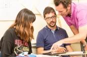 Lektoři školy ELC Bristol přistupují ke studentům individuálně