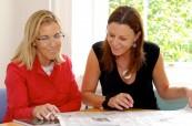 Studentka jazykového kurzu angličtiny pro manažery s lektorkou, English in Chester Anglie