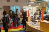 Studenti jazykové školy se mohou v případě dotazů obrátit na recepci školy, Atlantic Language