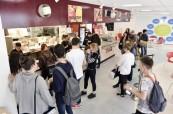Ve škole Brockenhust College se mohou studenti občerstvit v kantýně