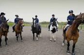 Studenti během jízdy na koni, Chichester College