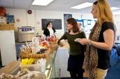 Studenti mají k dispozici i kantýnu s občerstvením, LSI Porstmouth