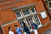 Studenti mohou navštěvovat místní knihovnu, Wimbledon School of English
