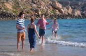 Koupaní v moři je oblíbenou zábavou studentů jazykového letního kurzu na škole BELS Malta