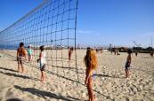 Oblíbenou aktivitou je pobývat na pláži a hrát například plážový volejbal, LSF Montpellier Francie