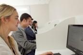 Studenti mají k dispozici také počítačovou učebnu, Atlas Language School, Dublin - Irsko