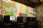 Studentům je také k dispozici počítačová učebna, kde mohou svou angličtinu procvičovat