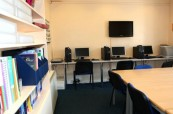 Počítačová učebna je kdykoliv k dispozici studentům školy Centre of English Studies Harrogate