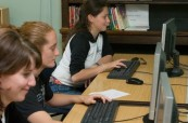 Počítačová učebna a knihovna na škole LTC Eastbourne