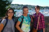 Studenti na jazykovém pobytu během procházky po městě, TIS Torquay