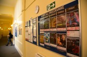Prostory školy BSC Edinburgh s nástěnkou připravovaných volnočasových aktivit