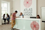 Recepce jazykové školy Atlas Language, kam se studenti mohou kdykoliv obrátit, Dublin, Irsko