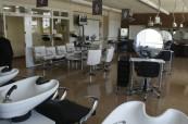 Salon krásy, který mají studenti školy Chichester k dispozici a kde provozují praxi