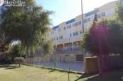 Pohled na budovu střední školy Colegio Maravillas v Benalmádeně ve Španělsku
