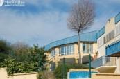 Pohled na budovu střední školy Colegio Maravillas ve Španělsku v Benalmádeně