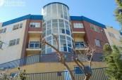 Budova střední školy Colegio Maravillas v Benalmádeně ve Španělsku