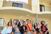 Studenti před budovou školy LAL Malta Sliema