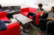 Společenské prostory jsou vhodné pro neformální konverzaci mezi spolužáky školy British Study Centres
