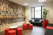 Společenská místnost, kde mohou studenti relaxovat i konverzovat s přáteli, LAL Londýn Twickenham