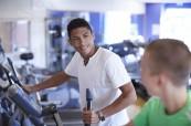 Studenti ve fitness centru v kampusu školy, Chichester College