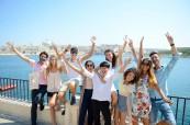 Součástí jazykového kurzu v zahraničí jsou také různé aktivity, studenti tak mají možnost konverzovat i mimo výuku a poznávat nové přátele