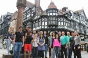 Studenti anglického jazyka na škole English in Chester při orientační procházce po městě