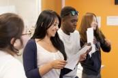 Studenti během výuky anglického jazyka na škole EC v San Franciscu USA