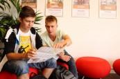 Studenti na letním jazykovém kurzu na škole LAL Torbay