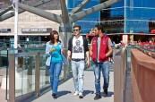 Oblíbenou zábavou studentů na jazykovém kurzu je nakupování v obchodním domě Liverpool One, LILA Liverpool