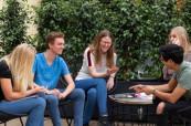 Studenti během přestávky ve studiu španělštiny, International House Valencie