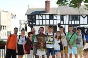 Studenti English in Chester při procházce po historickém Chesteru