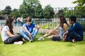 Studenti v parku po skončené výuce anglického jazyka, BSC London
