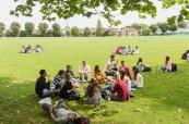 Studenti ELC Bristol mají barbecue v parku