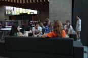 Studenti v kampusu školy BSC Oxford o přestávce mezi výukou anglického jazyka