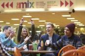 Během pobytu v zahraničí studenti poznají spoustu nových přátel, Chichester College v jižní Anglii