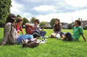 Studenti na letním jazykovém kurzu kurz pro mládež poznají spoustu nových přátel, ATLAS Dublin Irsko