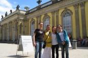 Studenti jazykového kurzu němčiny při poznávání místa pobytu, Inlingua Berlín Německo