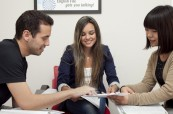 Studenti v jazykové škole Atlas Language během výuky angličtiny, Dublin, Irsko