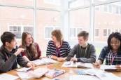 Studenti mají lekce angličtiny navíc, Brockenhurst College Anglie