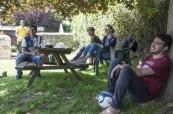 Studenti angličtiny v zahradě u škole CES Oxford